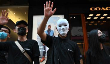 Hong Kong, paralizado tras una noche de caos y desafío con máscaras