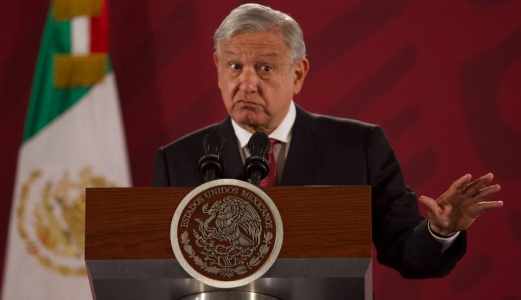 Presidente de México arremete contra servidores públicos que ganan más que él