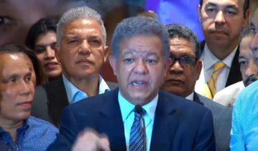 Fernández se reúne con el cuerpo diplomático y denunciairregularidades en las primarias