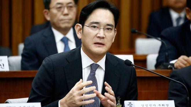 Líder de Samsung vuelve a los juzgados tras reabrirse su caso por corrupción