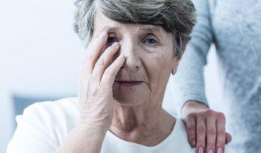 Dormir mucho o muy poco aumenta riesgo de alzhéimer en hispanos de EEUU