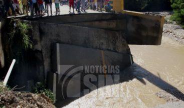 Derrumbe de puente deja varias comunidades incomunicadas en San Juan
