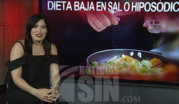 ¿Cuáles son las funciones principales de la dieta baja en sal o hiposódica?