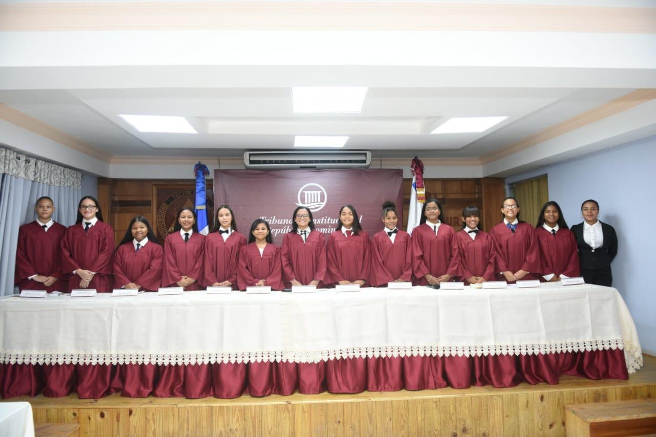 Niñas hacen papel de juezas en audiencia simulada del TC en conmemoración del Día de la Niña