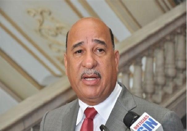 Bautista Rojas Gómez anuncia su salida del PLD  y se va con Leonel a La Fuerza del Pueblo
