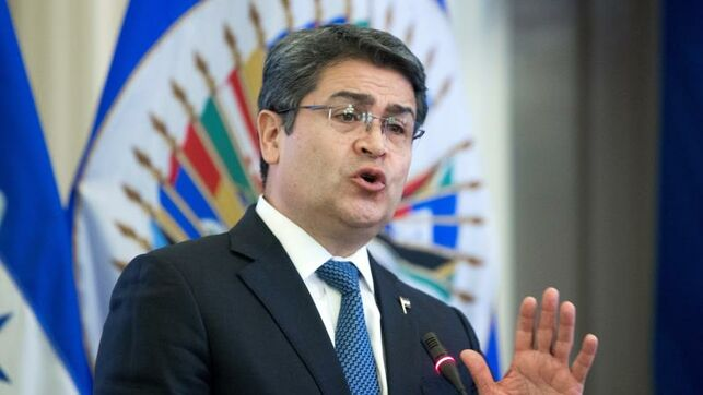 Presidente hondureño cesó jefe policial para proteger a hermano, dice testigo