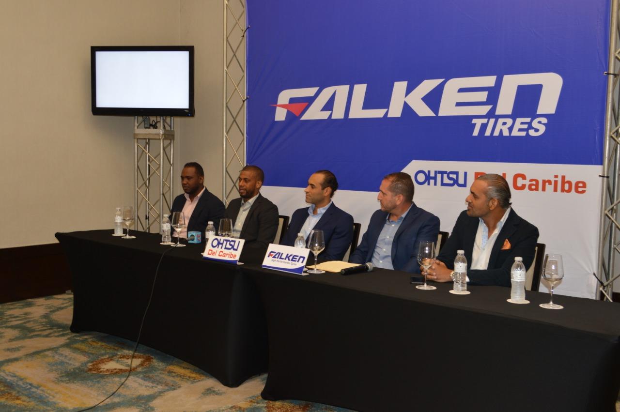 Neumáticos Falken, líderes en el sector autos de carrera presentan su equipo en RD