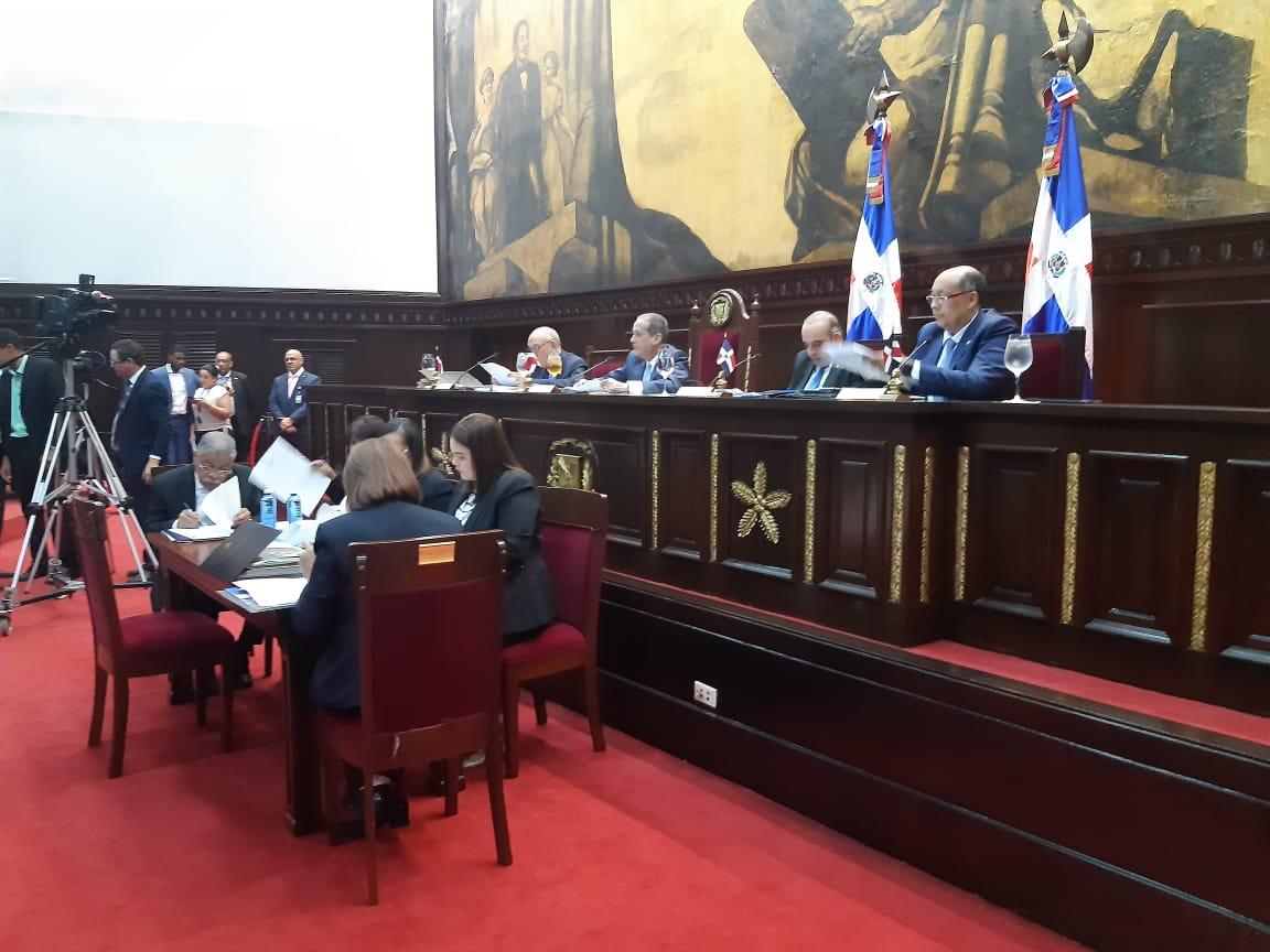 Senado aprueba resolución que solicita observar el uso debido de los símbolos patrios