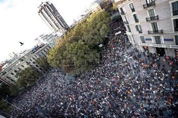 La condena de la violencia divide a Gobierno español y autoridades catalanas