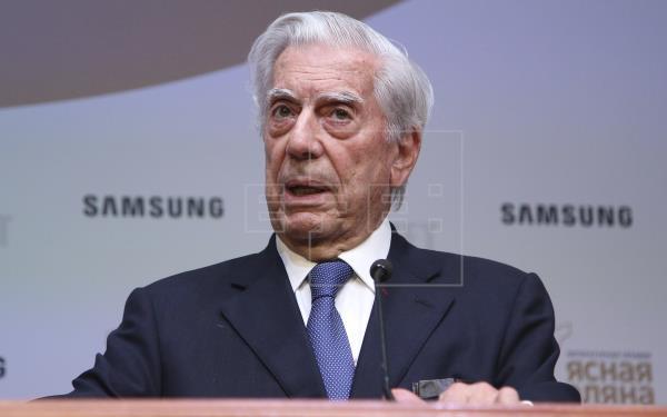 Escritor Vargas Llosa, premiado en Francia por el conjunto de su obra