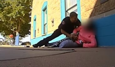 Policía de EE.UU. agrede y tira al suelo a una niña  por