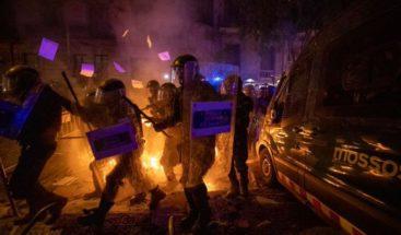 Las protestas violentas de Cataluña alejan a los Gobiernos español y catalán