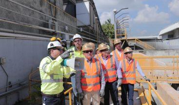 Ministro de Medio Ambiente visita planta de concreto de CEMEX Dominicana para conocer sus operaciones