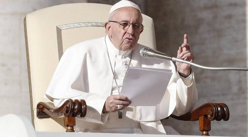 El papa denuncia que algunos Gobiernos tratan como una amenaza a migrantes