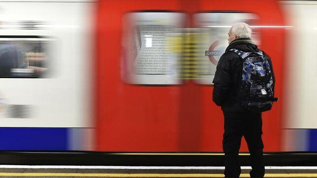 Líneas de Metro y trenes suspendidas por protesta de ecologista en Londres
