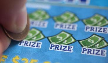 Gana un premio de lotería en camino a su última quimioterapia