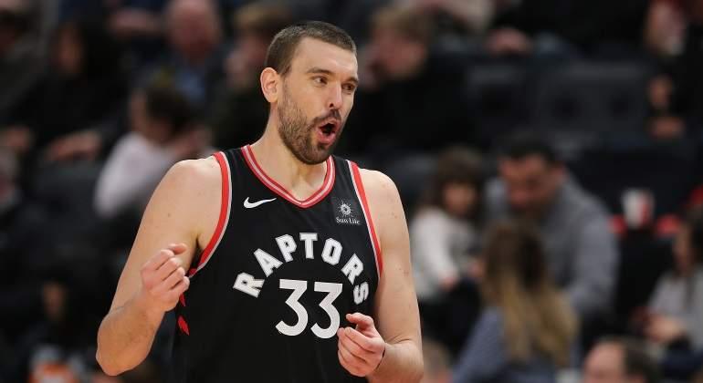 Los Raptors sufren para ganar el primer partido de la temporada