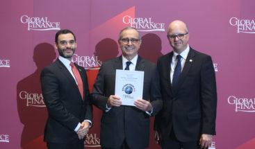 """Banreservas recibe premio """"Mejor Banco del Año en RD"""" entregado por Global Finance"""