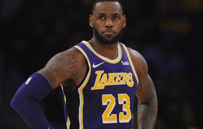 LeBron logra 32 puntos y Davis disfruta del primer triunfo con Lakers