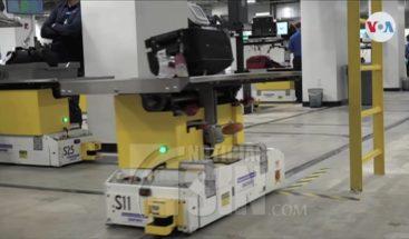 Robots en revisión de maletas en aeropuerto de Miami