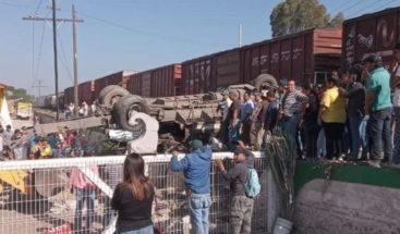 Tren arrolla autobús y deja nueve muertos en el estado mexicano de Querétaro