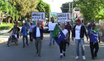 Organizaciones realizan carreteo en Esperanza reclamando asfaltado