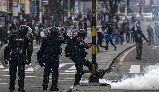 Más de 300 policías heridos durante protestas contra el Gobierno colombiano