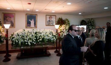Conflores y sus capas, familiares y amigosdespiden a Walter Mercado