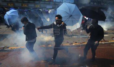 Enfrentamientos y detenciones durante otra jornada de violencia en Hong Kong