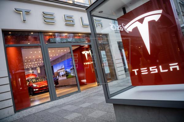 Tesla ya ha recibido 200.000 pedidos para su camioneta