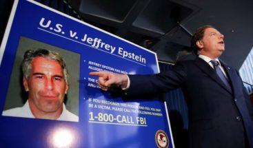 Arrestan a dos guardias que vigilaban la celda donde se suicidó Epstein