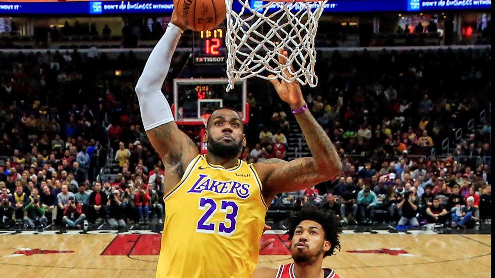 LeBron James consigue otro triple-doble en victoria de los Lakers