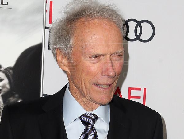 Críticas a filme de Eastwood por sugerir que reportera ofreció sexo por datos