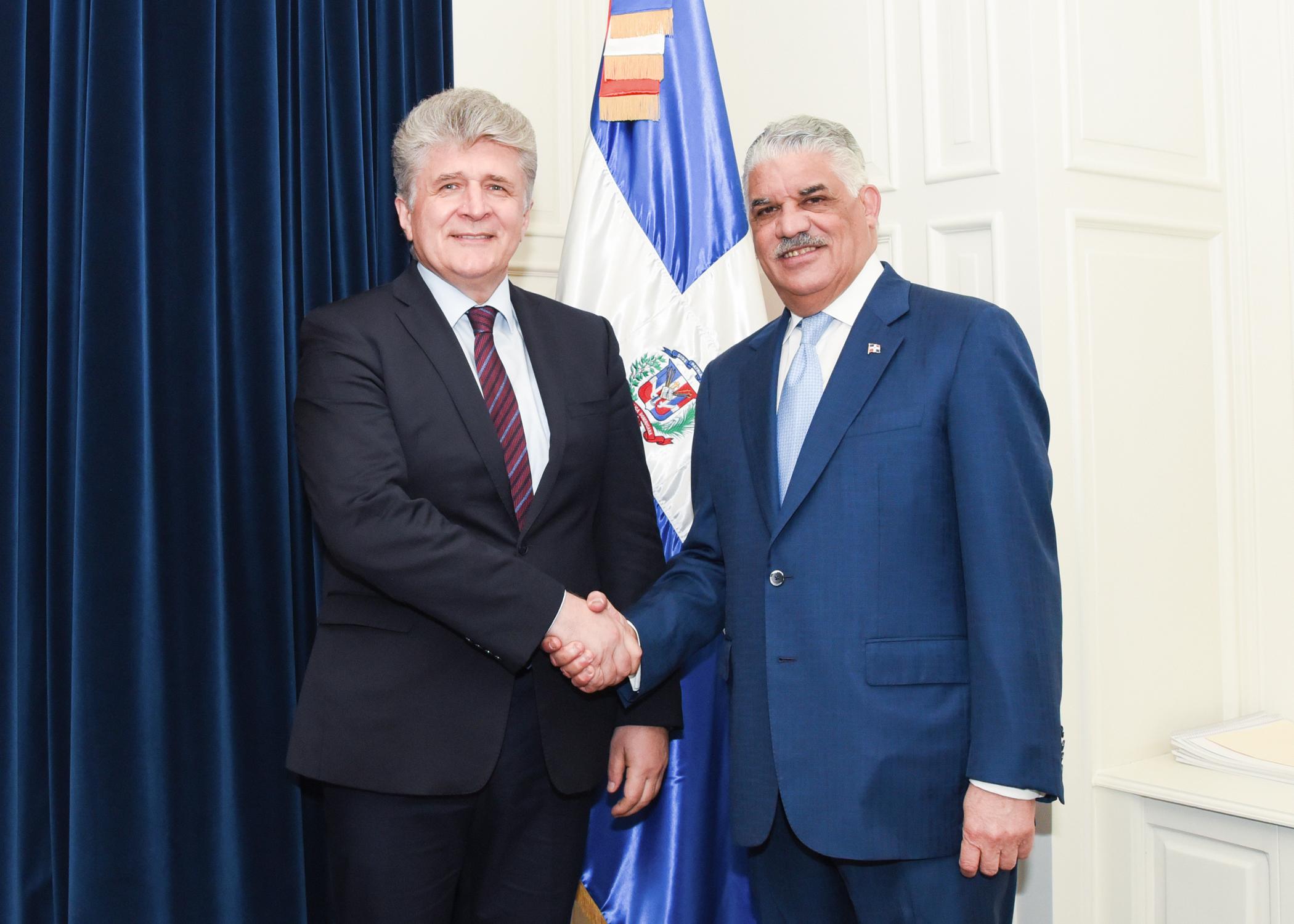 Canciller Miguel Vargas y subsecretario general de la ONU tratan asuntos regionales