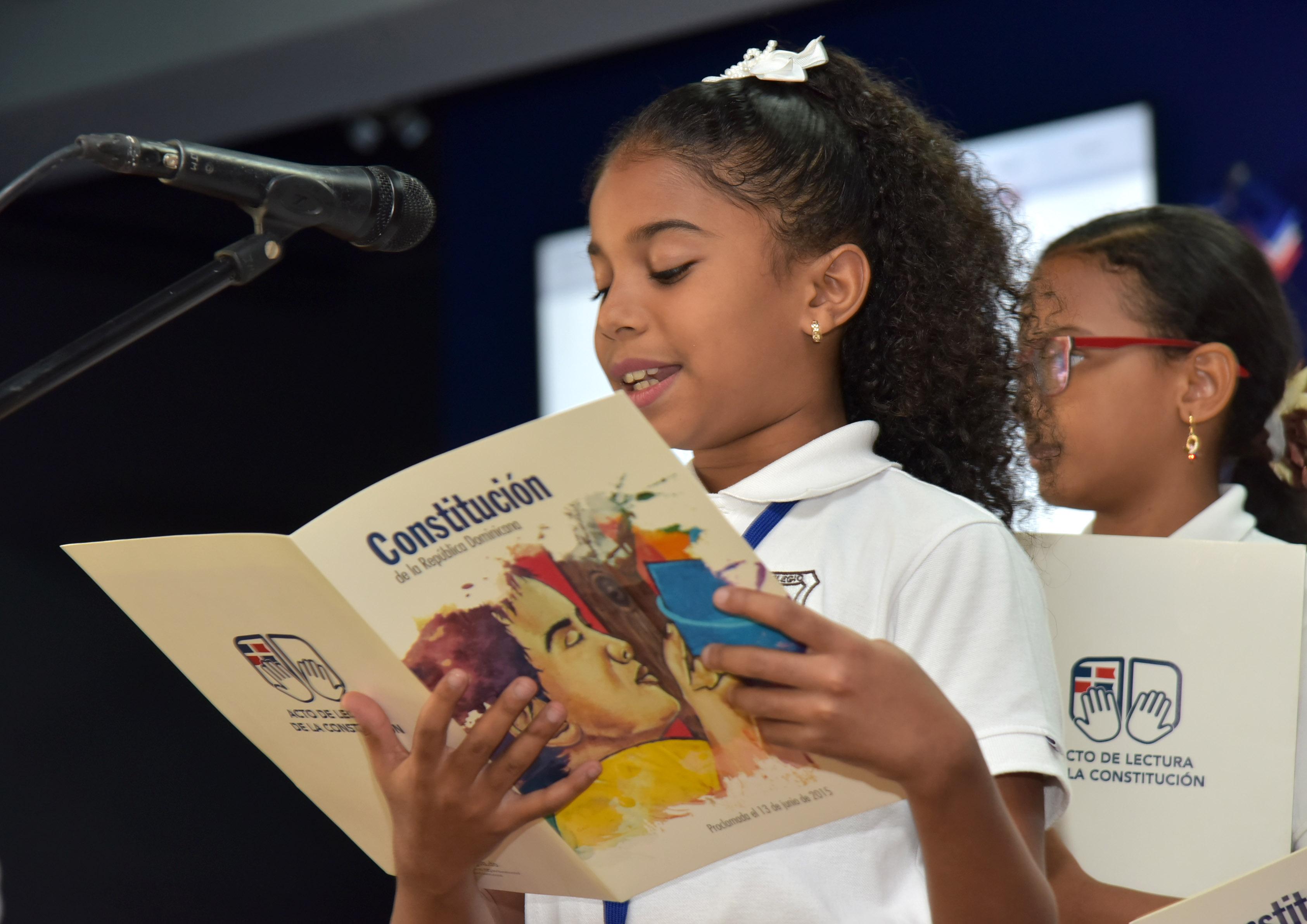 Minerd aboga por fomentar la lecturade de la Constitución en escuelas