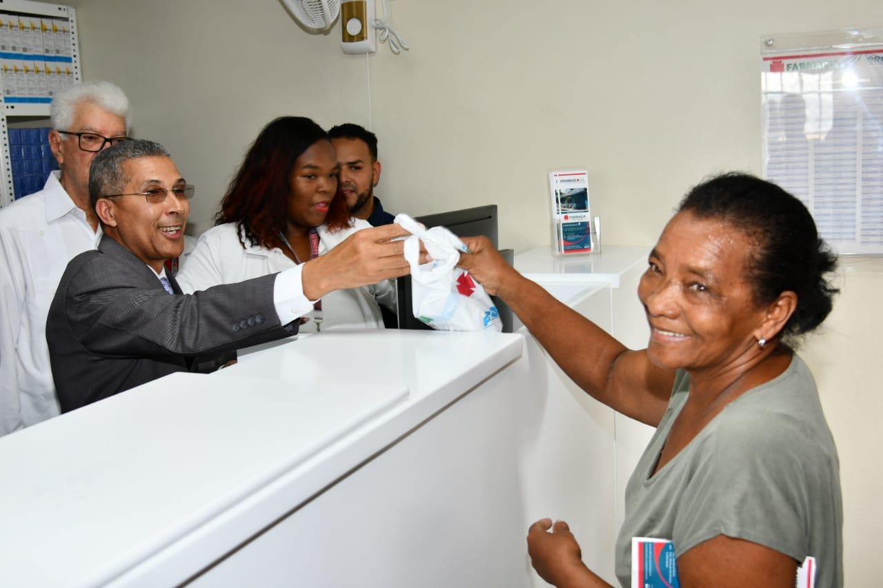 Inauguran la Farmacia del Pueblo en Río Arriba, Baní