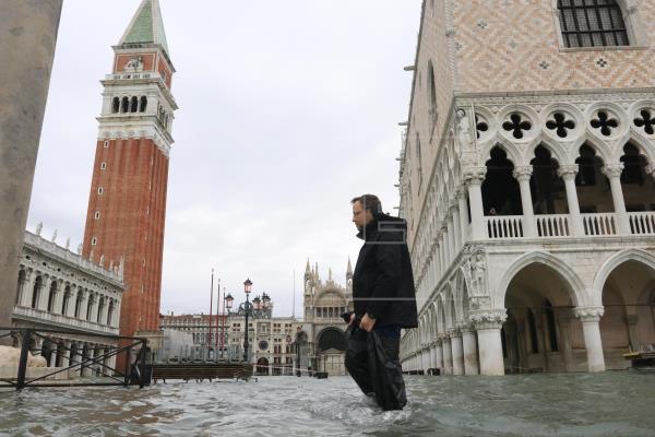 Los mosaicos y columnas de basílicaen Venecia dañados por inundación