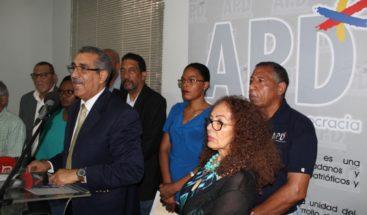 APD señala integración de Medina a campaña viola las leyes; piden investigar a Gonzalo
