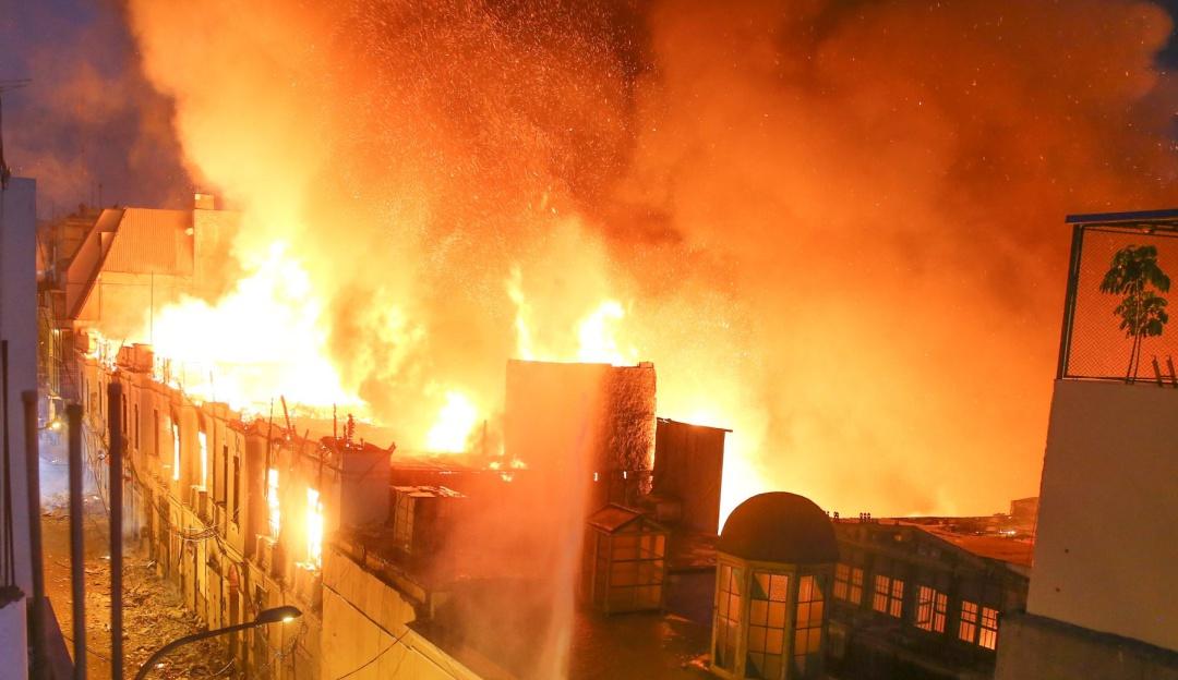 Al menos seis muertos y un desaparecido en un incendio de viviendas en Perú