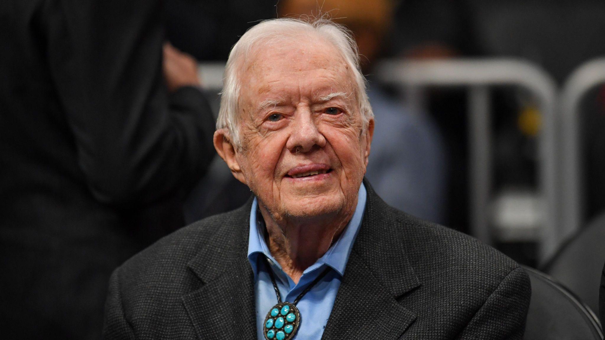 Expresidente Jimmy Carter se recupera tras someterse a una cirugía cerebral