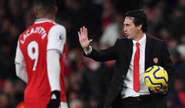 Cancelan una charla de entrenador del Arsenal por insultos en redes sociales