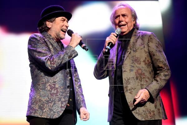 Serrat y Sabina hacen reír y soñar al abrir en Argentina su nueva gira juntos