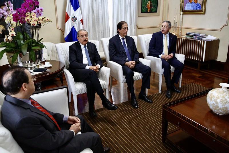 Presidente Medina pasa balance al sector eléctrico