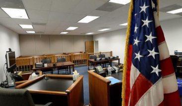 Un pequeño salvadoreño pide asilo ante una jueza de inmigración en Chicago