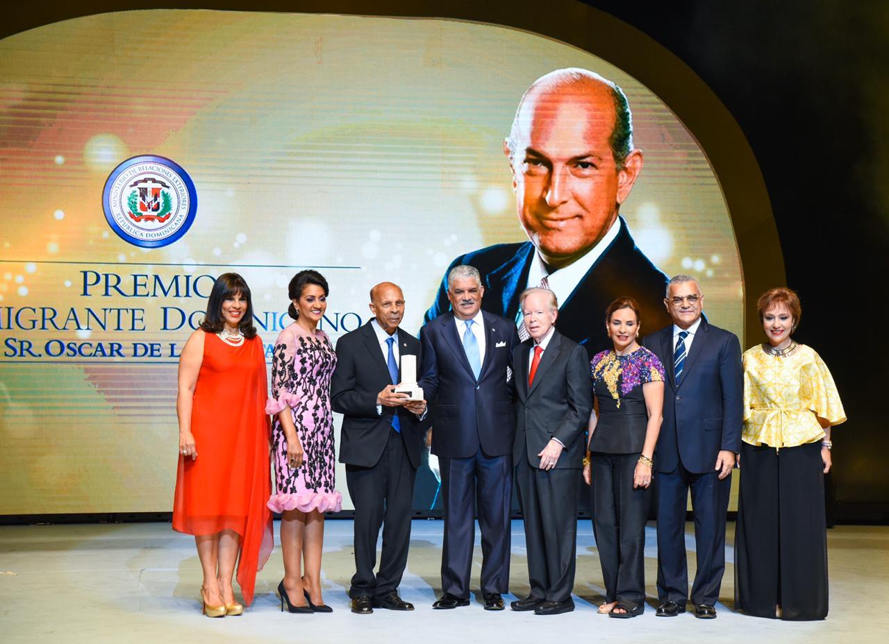 Oftalmólogo residente en España recibe Premio al Emigrante Dominicano