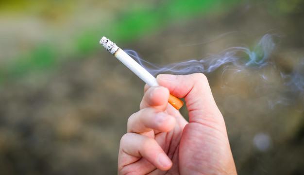 Grecia lanza línea telefónica para denunciar a quien fume en sitios públicos