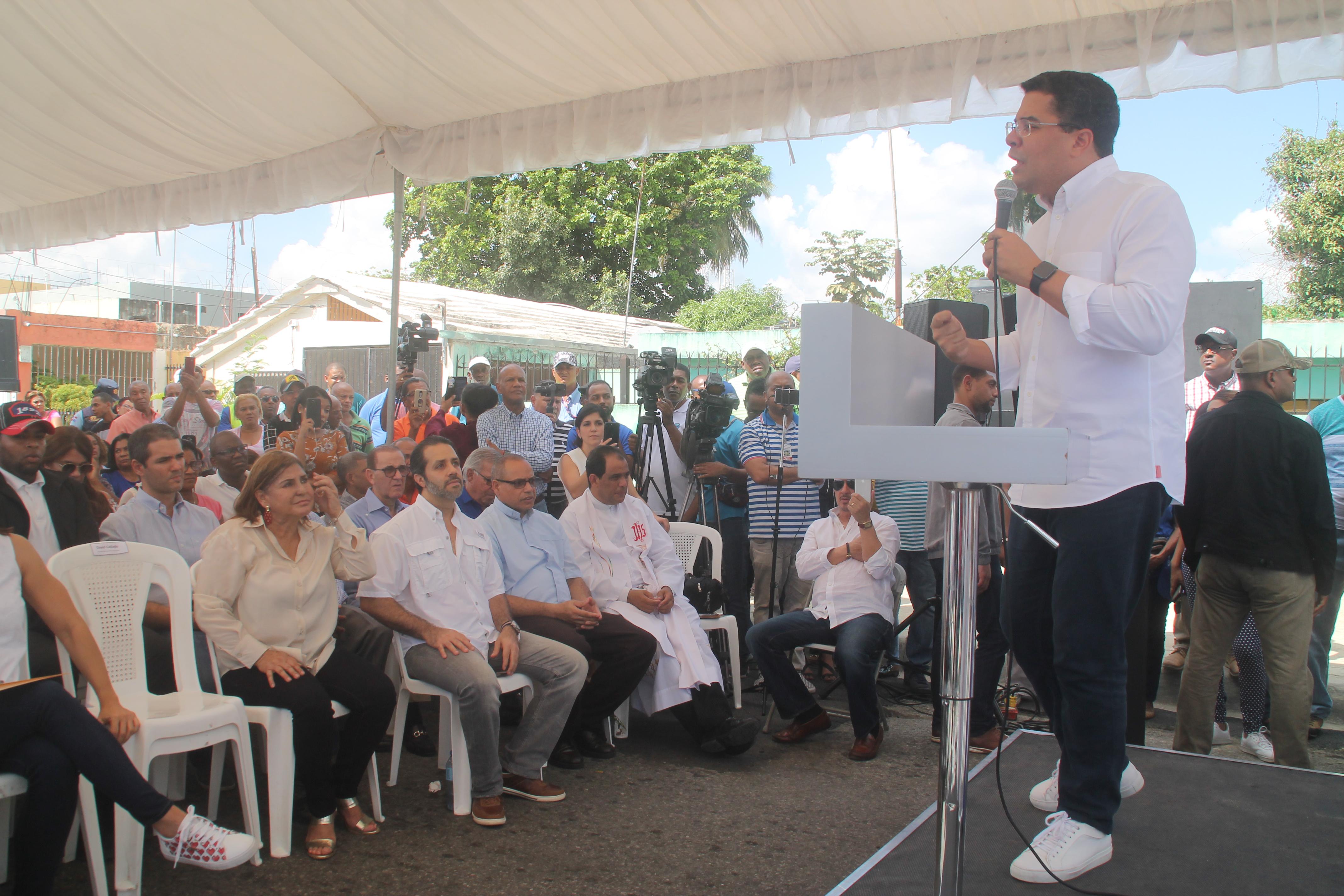 David Collado inaugura varias obras en el sector Mejoramiento Social