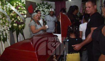 Velan restos de mujer asesinada por su pareja en Pedro Brand