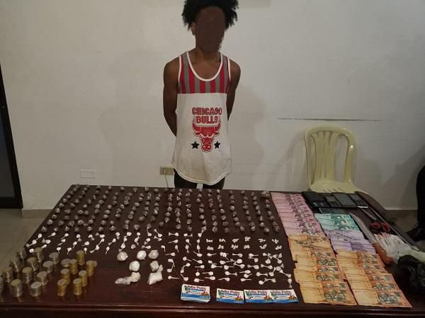 PN apresa hombre con decenas de porciones de drogas en San Cristóbal