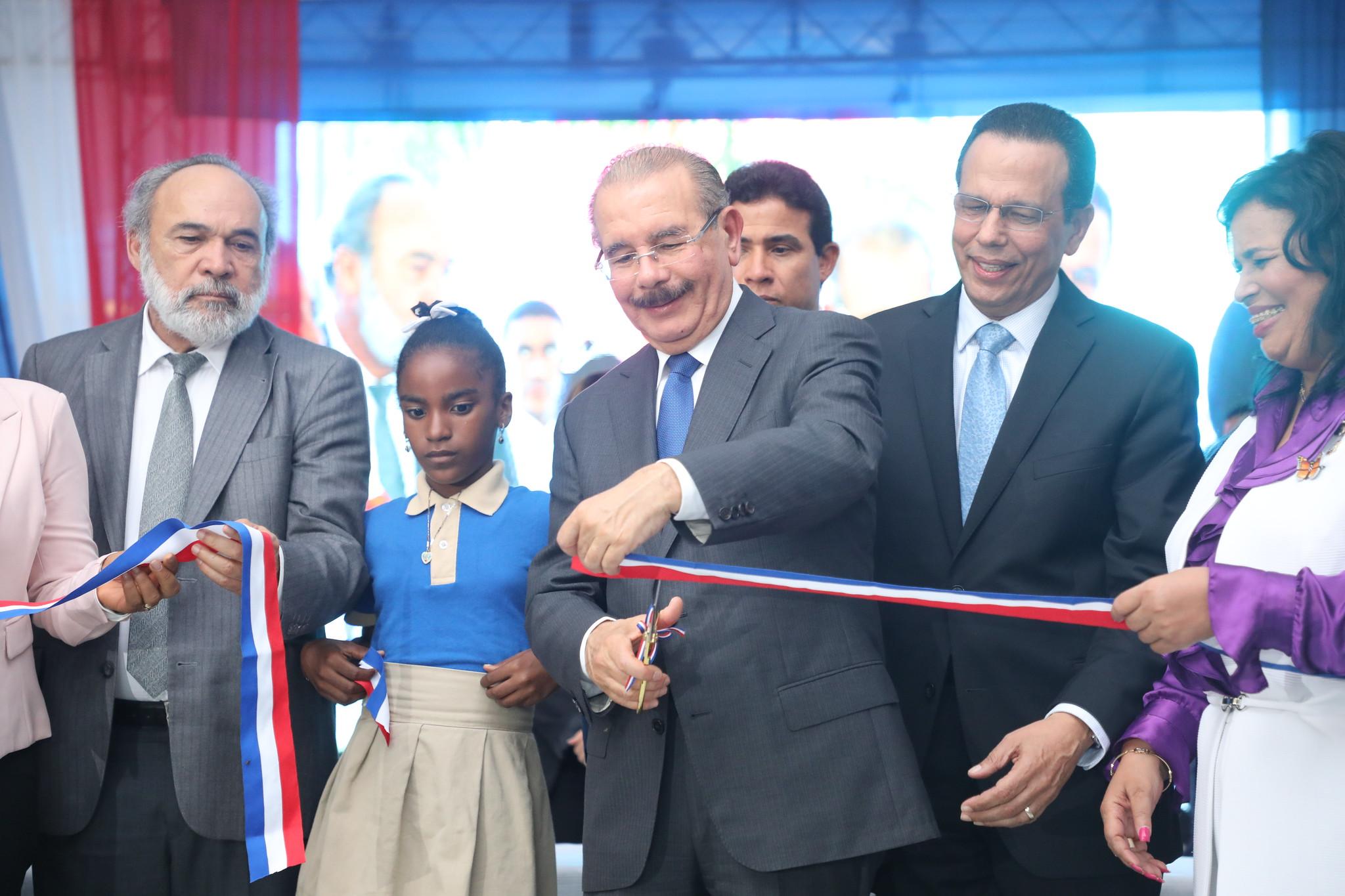 Presidente Medina entrega centro educativo en municipio de Guerra